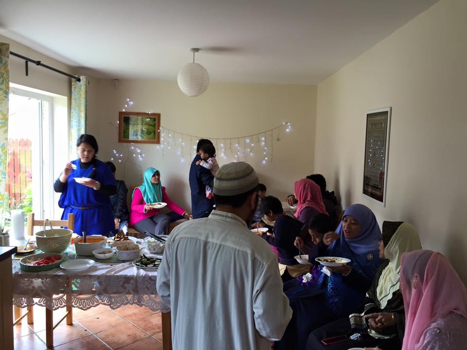 Jamuan Raya di rumah Pak Rahmat