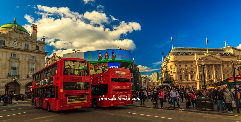 The Red London Bus - pic Dani Rosyadi jalan-jalan ke London