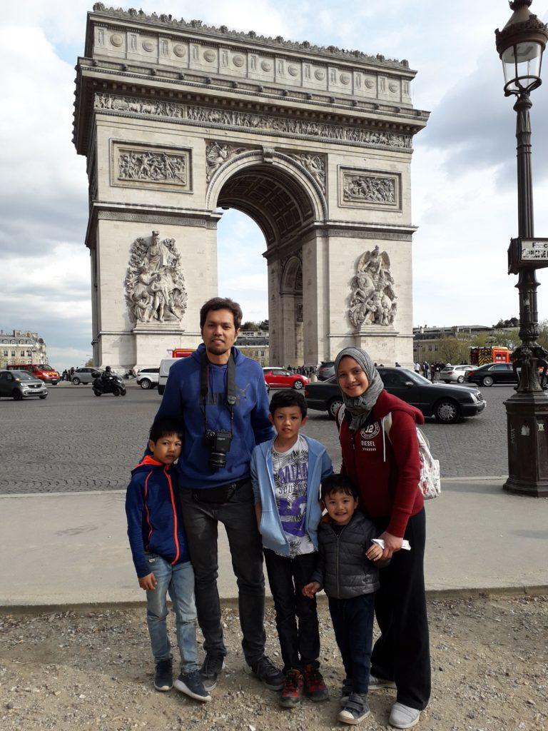 jalan jalan ke Paris